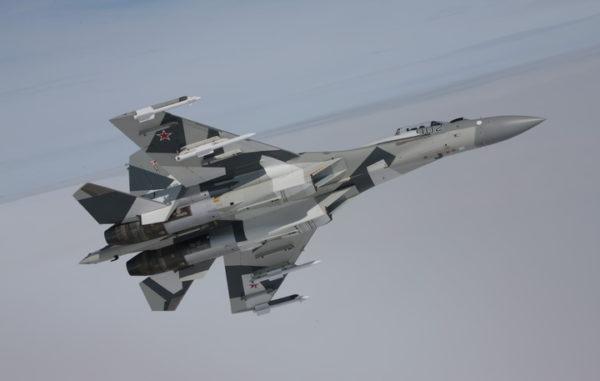 VOJNI EKSPERT ŠOKIRAO SVET: Su-35 u vazdušnom boju može da se nosi sa pet američkih F-35