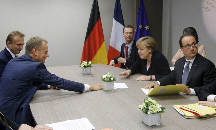 European Council President Donald Tusk (L), German Chancellor An