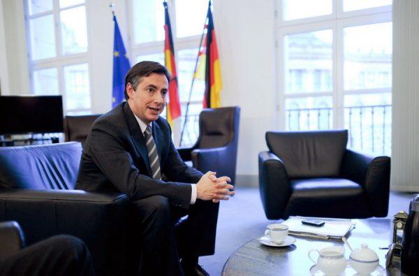 ВУЧИЋ И ОПОЗИЦИЈА НА НОГАМА: Високи ЕУ званичник долази у Србију, ЕВО КОГА ЈЕ СВЕ ПОЗВАО НА САСТАНАК