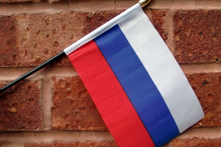 hand-waving-flag-small-russia-4521-p
