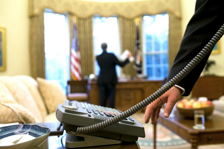 pict8-phone-white-house-456