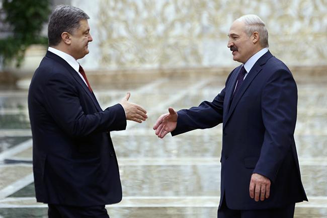 Ukraine's President Petro Poroshenko meets with his Belarussian counterpart Alexander Lukashenko in Minsk