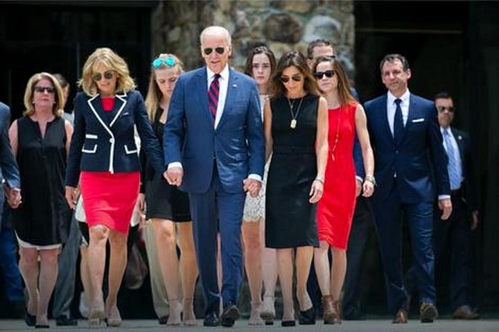 5456z56 Biden family 54