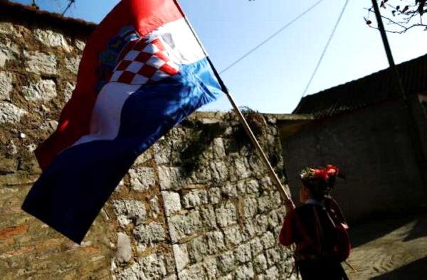 ХРВАТСКИ ИСТОРИЧАР: Хрвати скандирају песму Јове Змаја о ослобађању Србије!