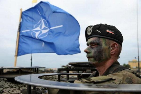 """ЛУДИЛО ЗАПАДА: НАТО хоће да """"брани"""" Србију од њеног најближег савезника"""