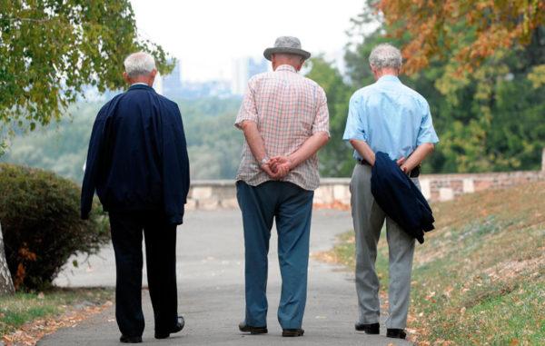 KAD ĆE ONAJ MLADIĆ IZ MMF-a VRATITI delu penzionera Srbije 15 odsto otetih penzija?