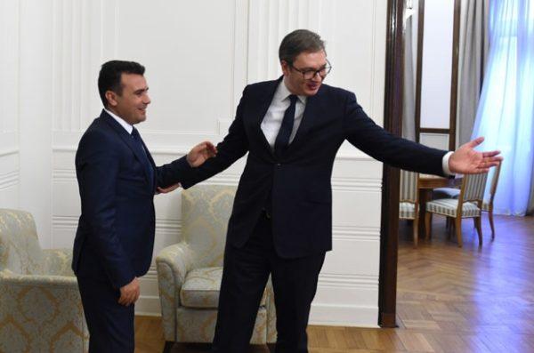 Sastanak Vučića i Zaeva, srpski predsednik dobio dres