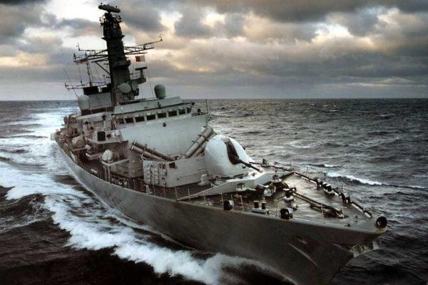 ZAHUKTAVA SE MEĐU SAVEZNICIMA: Britanci šalju dva broda u Lamanš zbog pretnji Francuske
