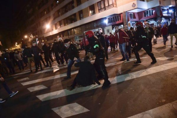 RATNA ZONA U BILBAU: Tuča navijača pre utakmice, ima mrtvih (VIDEO)