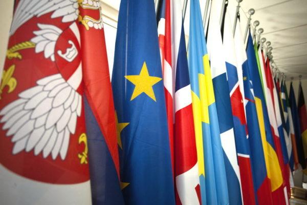 ИСТОРИЈА СЕ ПОНАВЉА: Србији прети изолација! ЕВО ШТА ЈЕ СВЕ ОТКРИО ЧОВЕК ИЗ ВЛАСТИ