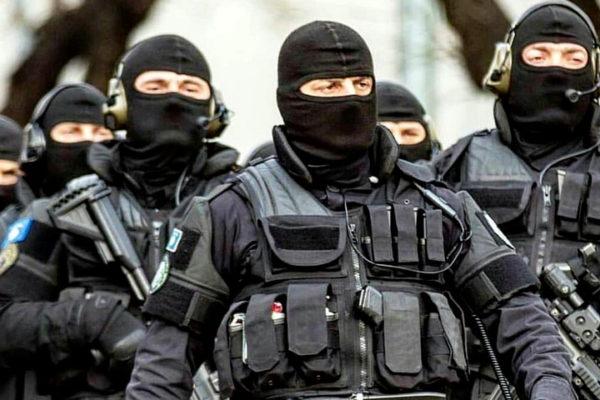 ХАОС НА КОСОВУ! Специјалци Росу распоређени на Јарињу и Брњаку, стигло 10 блиндираних возила