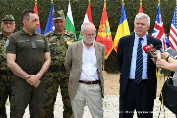 UZ PRISUSTVO AMERIČKOG i BRITANSKOG AMBASADORA vojna NATO vežba Vojske Srbije