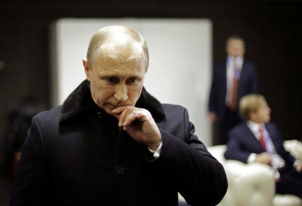 ШТА СЕ ОВДЕ УСТВАРИ ДЕШАВА? Зашто Русија тако убрзано ПОТАПА америчку империју?