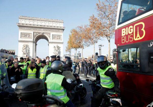 Veliki protesti širom Francuske! IMA MRTVIH! Narod naziva Makrona DIKTATOROM (VIDEO)