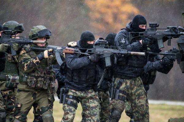 """СРБИЈА СПРЕМА KОНТРАУДАР! Албанци добили ОKЛОПНА ВОЗИЛА, а ако ово ураде, долази до """"СУKОБА""""!"""