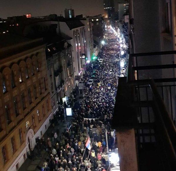 ВЛАСТ ОДБИЛА ЗАХТЕВЕ ОПОЗИЦИЈЕ, настављају се протести у Београду