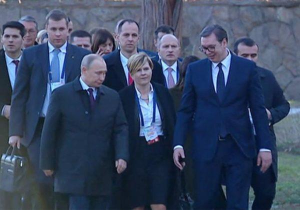 SVI SU GLEDALI U PUTINA I VUČIĆA, ali niko nije primetio šta ruski specijalac nosi u rukama: Od toga CEO SVET DRHTI! (FOTO)
