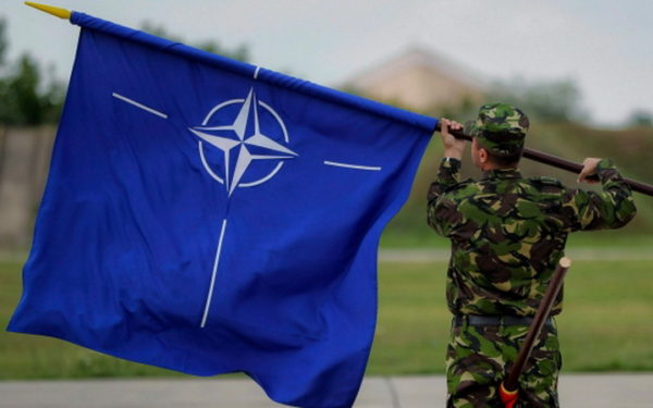"""NEMAČKI PARLAMENTARAC TVRDI: """"NATO se raspada i to čekam raširenih ruku"""""""