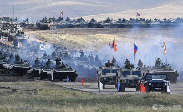 KOLONA OKLOPNIH VOZILA BEZ KRAJA: Masivni ruski vojni konvoj stigao u Siriju! (VIDEO)