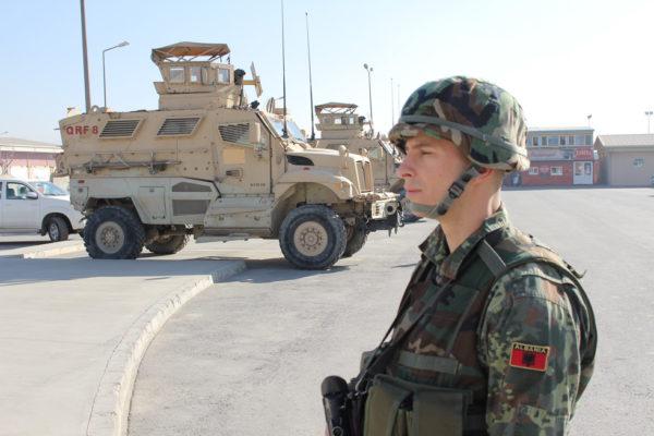 НАТО ВОЈСКА СЕ ОКУПИЛА НА ЈУЖНОЈ ГРАНИЦИ РУСИЈЕ: Албанија послала своје војнике (ВИДЕО)
