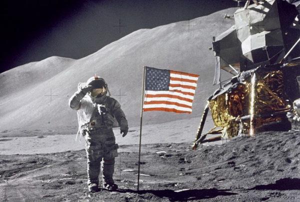 ЛАЗАНСКИ И ПРОФЕСОР МИЛИНОВИЋ ОТКРИВАЈУ: Да ли су Американци били на Месецу? (ВИДЕО)