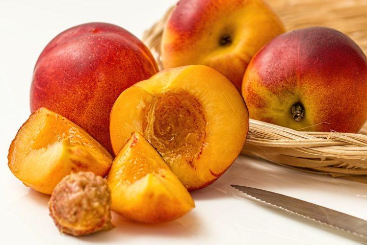 Брескве пуне тело витаминима и скидају килограме
