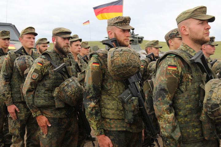 СТВАРА СЕ УЈЕДИЊЕНА ЕВРОПСКА ВОЈСКА? Борељ цитирајући нацисте објавио: Из Немачке стиже зелено светло!