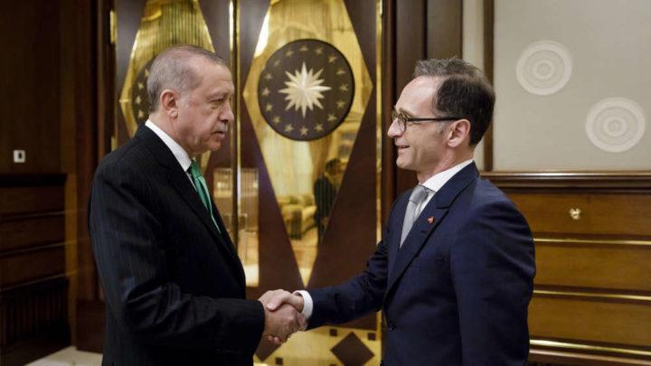 """POČELO JE PONIŽAVANJE ZAPADA: Erdogan javno """"išamarao"""" šefa diplomatije Angele Merkel"""