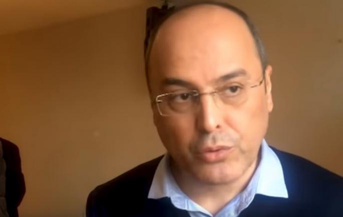 Ovaj naučnik je OTKRIO ŠTA JE NAJVEĆI UZROK RAKA: Nedugo nakon toga, ZAVRŠIO JE IZA REŠETAKA (VIDEO)