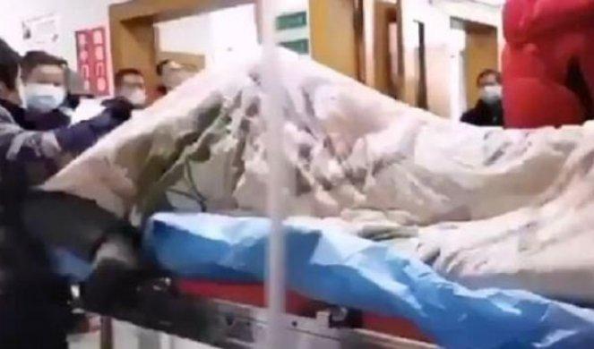 УЖАСНЕ СЦЕНЕ! Овако изгледа човек оболео од коронавируса – грозница, напади и конвулзије (УЗНЕМИРУЈУЋИ ВИДЕО)