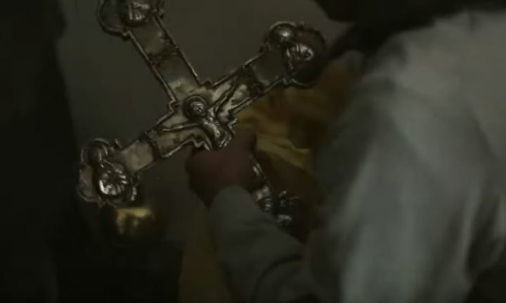 НЕВЕРОВАТНА ПРИЧА – ОБАВЕЗНО ПОГЛЕДАЈТЕ: Ова српска породица у Црној Гори вековима чува крст првог српског крститеља (ВИДЕО)