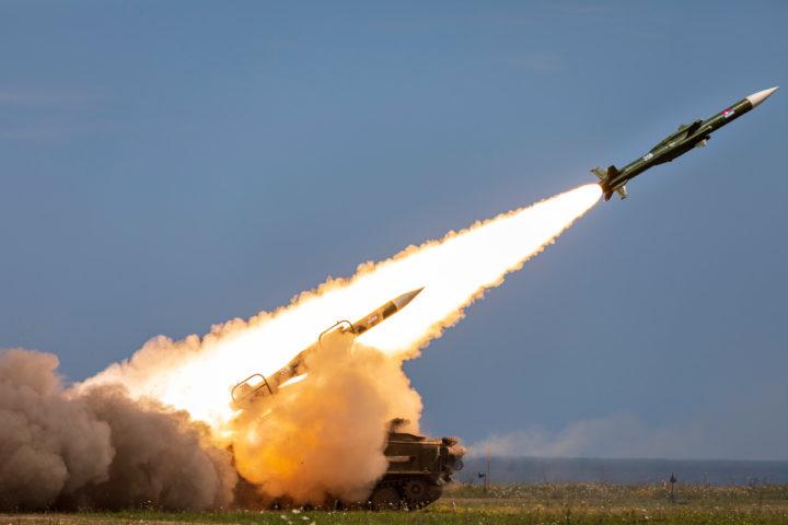 ИРАН ПОСЛАО 5 балистичких ракета на амбасаду САД-а!