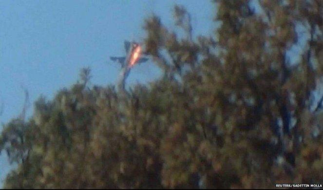 RUSKI SUHOJ ZA DLAKU IZVUKAO ŽIVU GLAVU! Dve rakete vijale Su-24 iznad Idliba, a onda je ruska zver pokazala zašto je STRAH I TREPET u Siriji! (VIDEO)