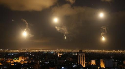 GORI NEBO IZNAD DAMASKA U ŽESTOKOM NAPADU! Sirijski PVO munjevito dejstvuje! (VIDEO)