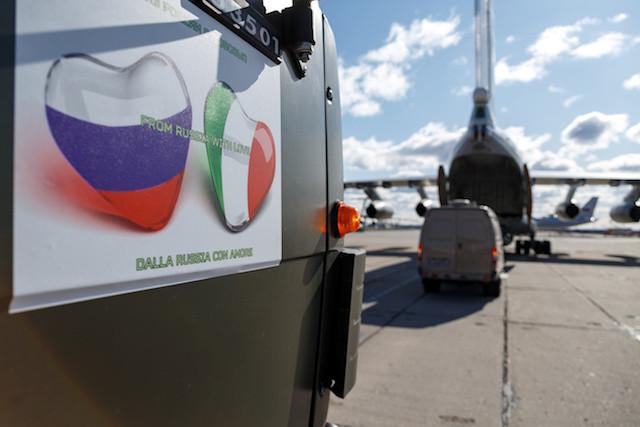 """ПРИЈАТЕЉСТВО НИЈЕ ДУГО ТРАЈАЛО! Италијански медији """"заболи нож у леђа"""" РУСИЈИ у јеку борбе са КОРОНАВИРУСОМ! ОВО НИКО НИЈЕ ОЧЕКИВАО"""