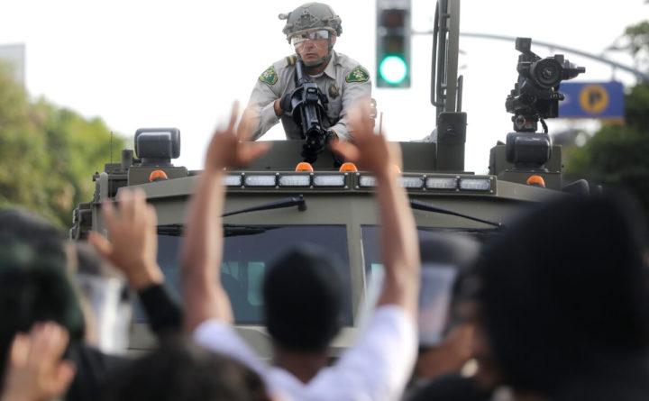 ПРАВИ УЛИЧНИ РАТ У АМЕРИЦИ: Војска пуцала и убила демонстранта (ВИДЕО)