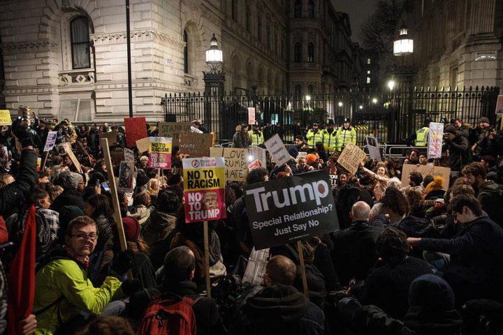 У Лондону сукоби код резиденције премијера, хаос и на улицама Хамбурга (ВИДЕО)