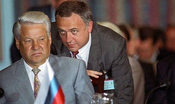 АМЕРИЧКИ ЧОВЕК У КРЕМЉУ ЗАБИО НОЖ У ЛЕЂА СРБИЈИ: Испуњавао је све наредбе Запада