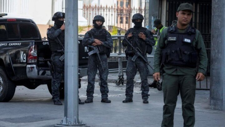 ŽESTOKE BORBE U VENECUELI: Karakasom odjekivali pucnji, ljudi beže…
