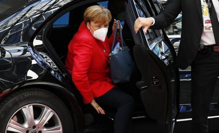 NEMAČKI MEDIJI JAVLJAJU: Merkelova tajno posetila Navaljnog dok je bio u bolnici