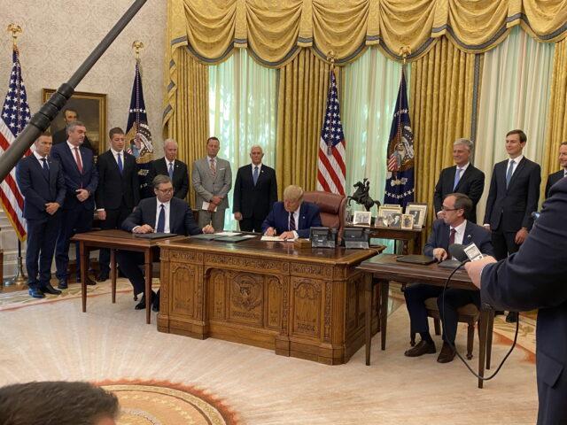 ТРАМПОВ ЧОВЕК ПРЕНЕО ПОРУКУ: Председник САД се обратио Београду и Приштини!