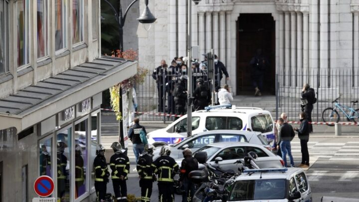 """ПОТПУНИ ХАОС У ФРАНЦУСКОЈ: Два терористичка напада, четворо убијених! ТУРСКИ """"СИВИ ВУКОВИ"""" МАРШИРАЈУ ФРАНЦУСКОМ И узвикују """"Алаху акбар"""" и """"Где су Јермени"""""""