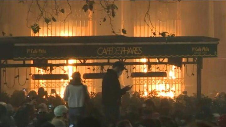 ХАОС У ПАРИЗУ: Демонстранти запалили ЦЕНТРАЛНУ БАНКУ (ВИДЕО)