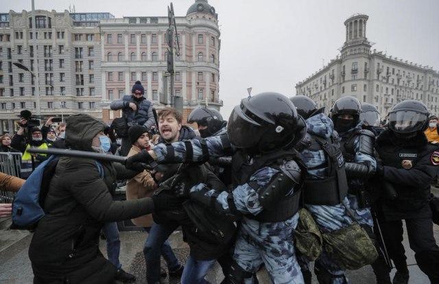 ПОТПУНИ ХАОС У МОСКВИ: Најмање 40.000 демонстраната, УХАПШЕНО ВИШЕ ОД 1.600! (ВИДЕО)