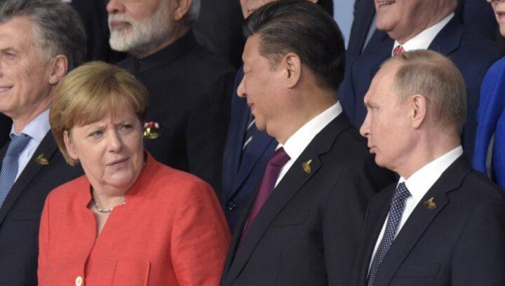 FRANCUSKI MINISTAR OBJAVIO KNJIGU U KOJOJ OTKRIVA: Evo kakvi su iza scene Tramp, Putin, Merkelova…