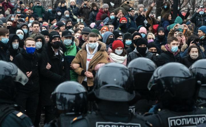 ЛУКАВИ И ПЕРФИДНИ! Американци позвали руску омладину на протесте