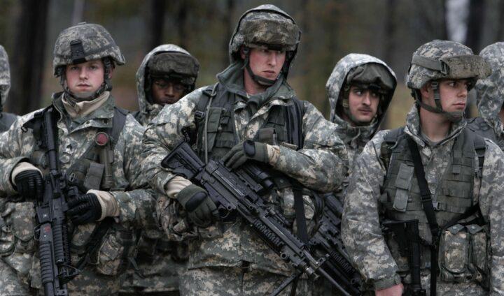 ПАРАДОКС ПРВОГ ДАНА: Америка је уједињена, А СВИ НОСЕ ОРУЖЈЕ