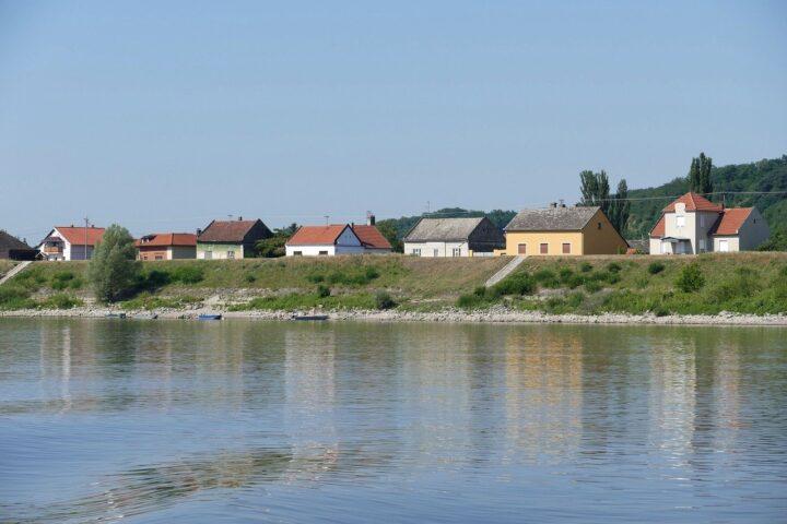 NAJNOVIJA ODLUKA: Srbija će mladima dati 150.000 praznih seoskih kuća