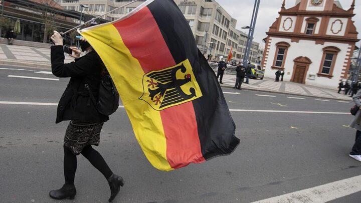 """NEMAČKA VLADAJUĆA KOALICIJA naumila da iz ustava zemlje izbaci reč """"rasa"""""""