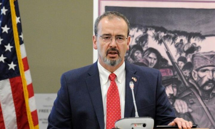 AMERIKA UVREDILA SRPSKE ŽRTVE: Ambasadore, izgovorite ime mog naroda! (FOTO)